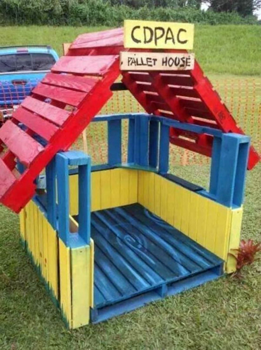 Яркий домик для детей.