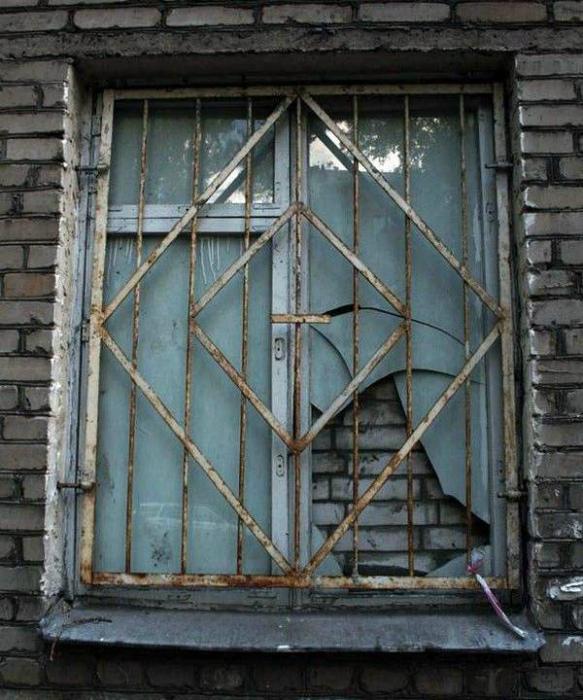 Надежно отремонтировали окно. | Фото: SETI.ee.