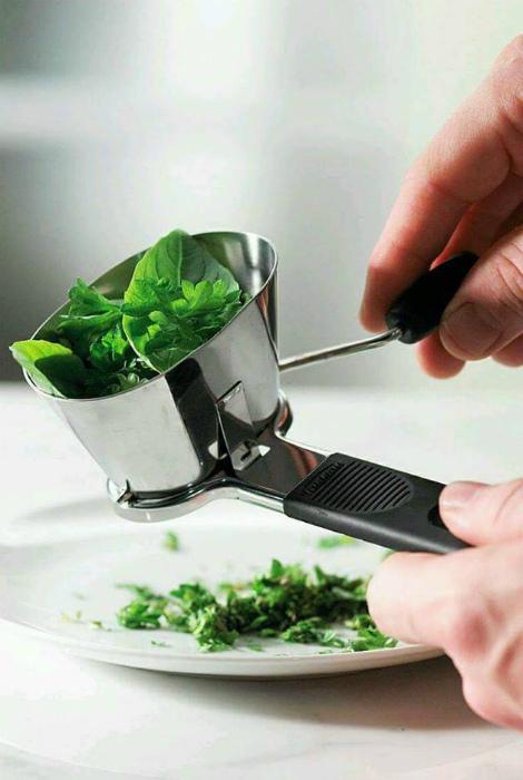 Устройство для измельчения зелени.