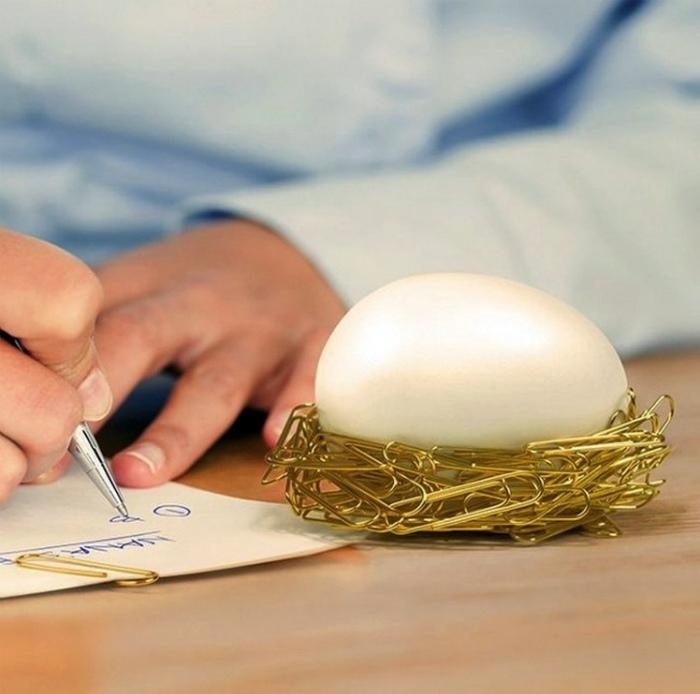 Магнитное яйцо для скрепок.