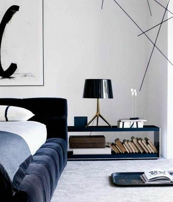 Элегантная мужская спальня с бархатной кроватью.
