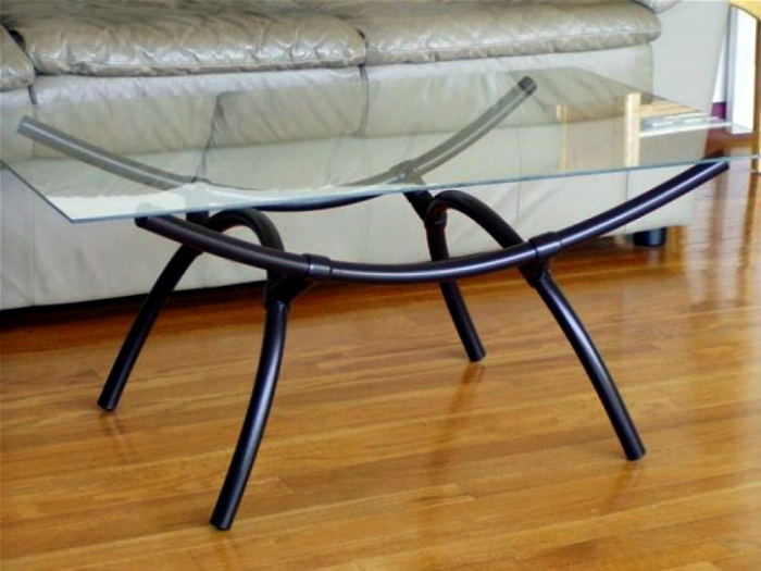 Журнальный столик из труб. | Фото: Pinterest.