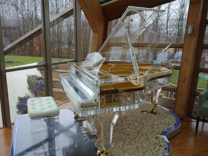 Цена:.22 миллиона. Шедевр от The Heintzman Piano - пианино «Большой Кристалл», созданное специально для церемонии открытия Олимпийских игр.