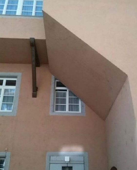 Украли часть окна.
