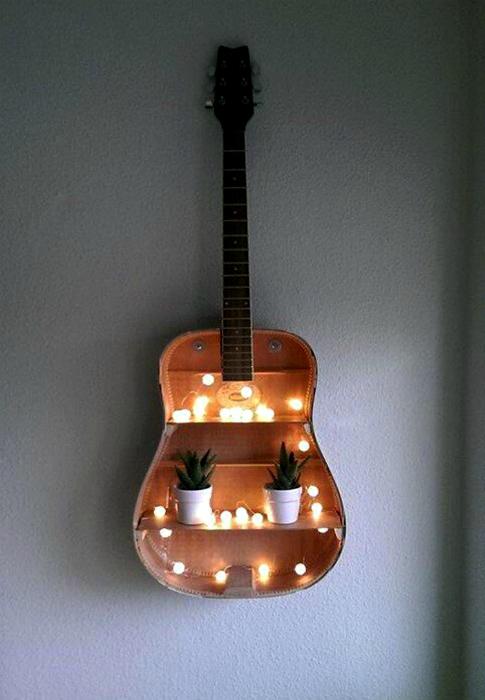 Полка из старой гитары.