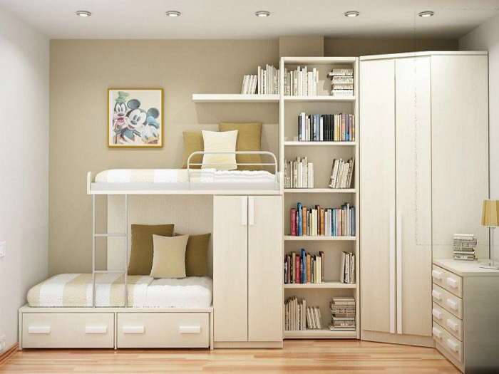 Светлая двухъярусная кровать, совмещенная со шкафом.