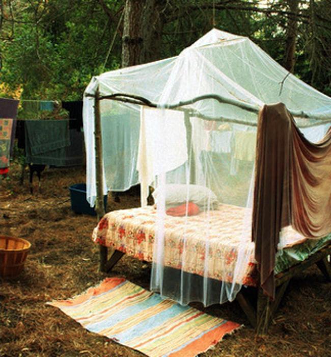Уютное место для отдыха в саду.