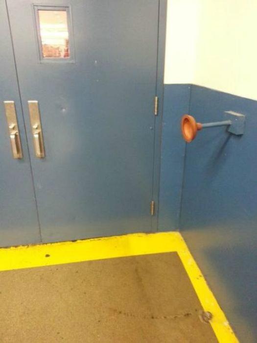 Ограничитель двери.