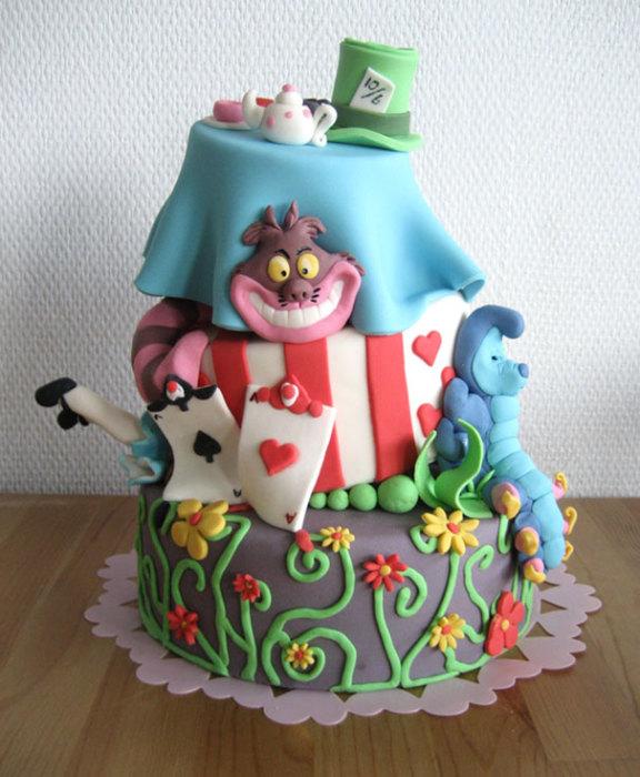 Веселый торт, сделанный по мотивам любимой сказки «Алиса в Стране чудес».