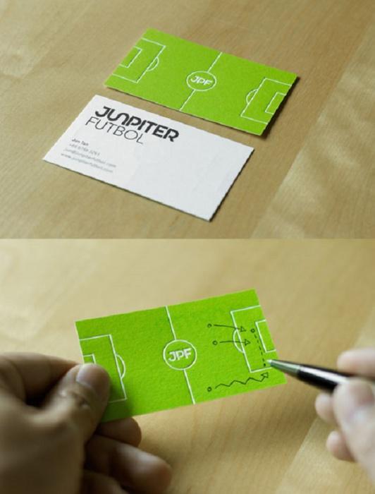 Мягкая визитка в виде футбольного поля.