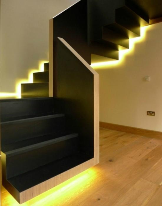 Классическая лестница с волшебной подсветкой.
