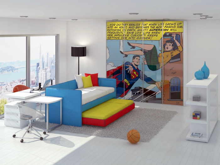 Яркая спальня с ярким постером на стене.