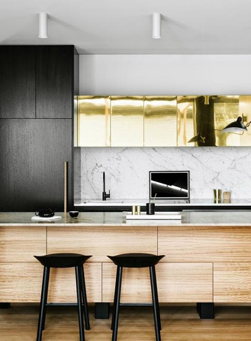Элегантная кухня, оформленная по последнему слову моды.