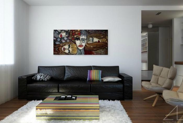 Лаконичная гостиная с кожаной мебелью.