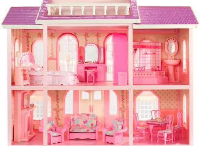 Найти под елкой домик для Барби было пределом мечтаний для всех девочек.