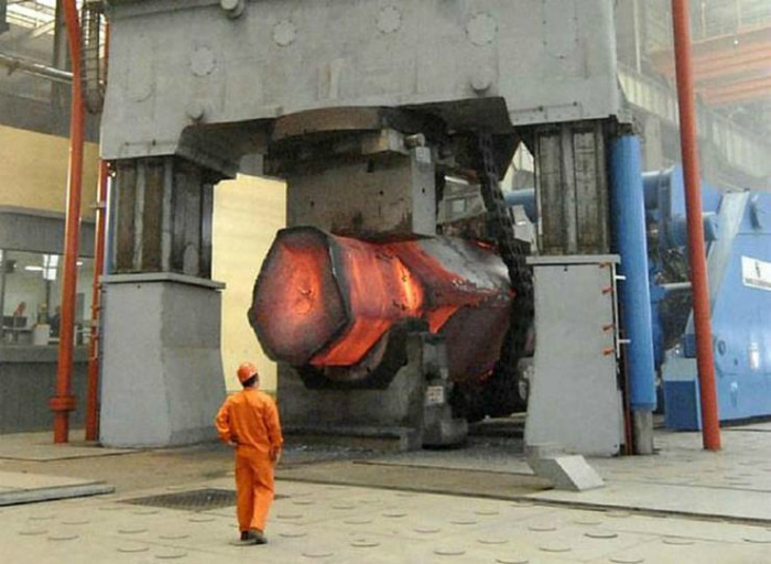 Гидравлический пресс 18500 тонн.