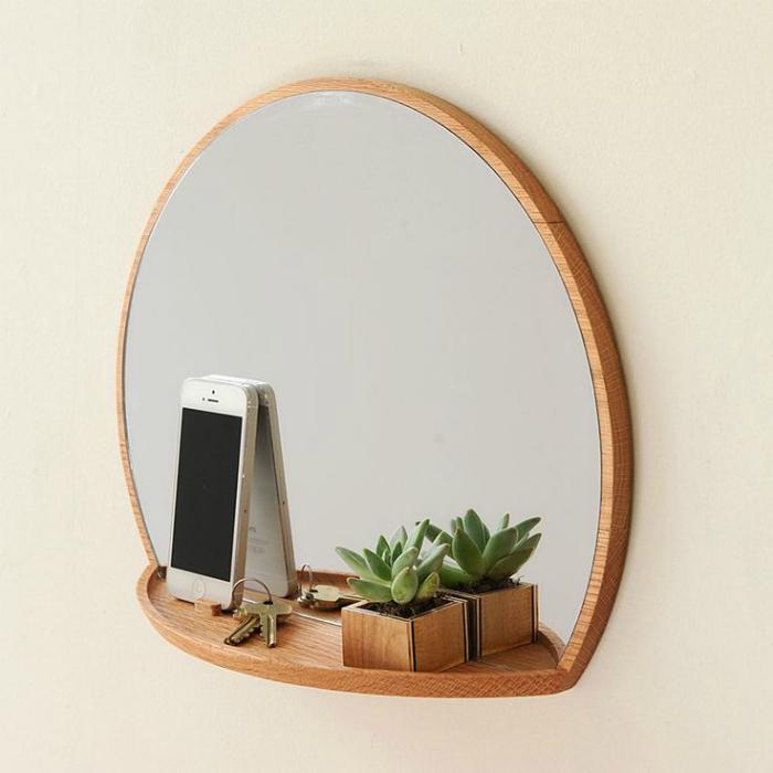 Зеркало с полкой.
