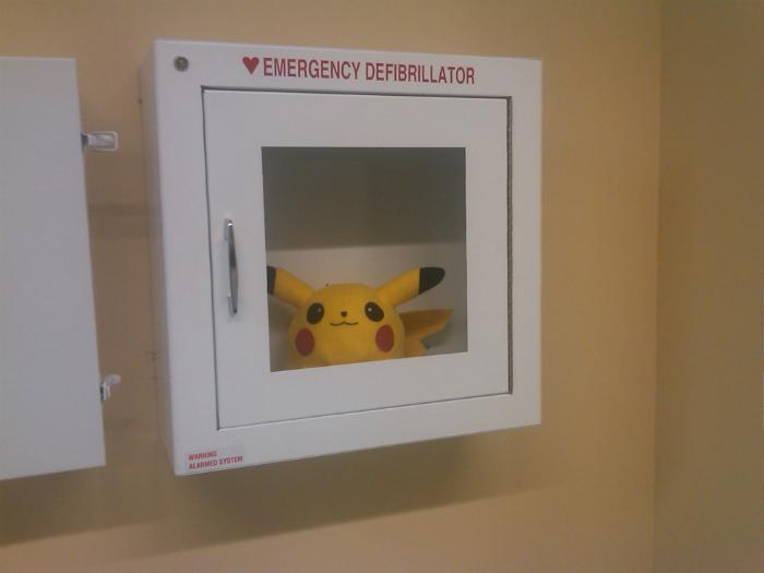 Запасной дефибриллятор.