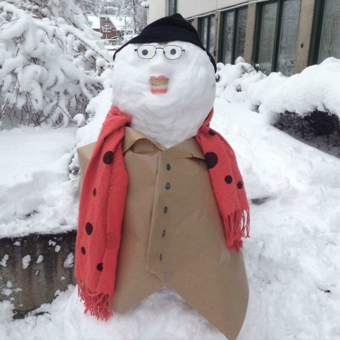Зубастый снеговик.
