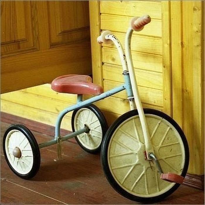 Трехколесный велосипед, который был у каждого ребенка.