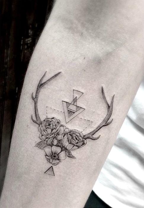 Символистичная татуировка.