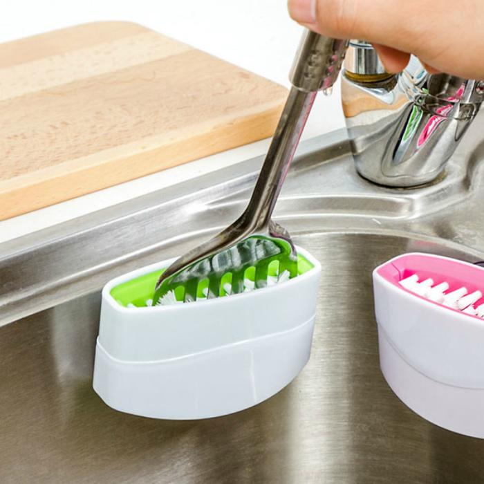 Приспособление для мытья столовых приборов.