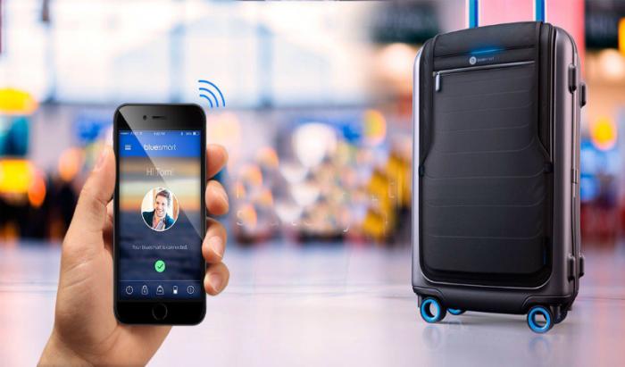 Чемодан со встроенным GPS модулем, для определения его местоположения, электронным замком, весаи и аккумулятор для зарядки мобильных устройств.