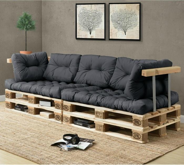 Стильный диванчик из поддонов.