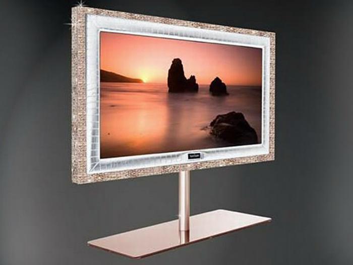 Цена:.3 миллиона. Телевизор изготовлен из 28 кг 18-каратного розового золота, которое формирует раму вокруг 55-дюймового экрана, 72 круглых бриллианта, аметисты и солнечные камни.