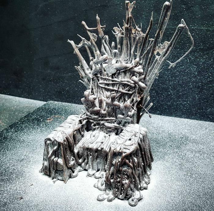 Десерт в виде Железного трона.