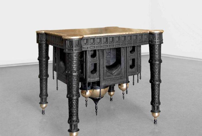 Скульптурный столик.
