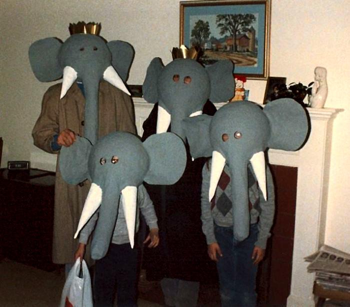 Семейка слонов.