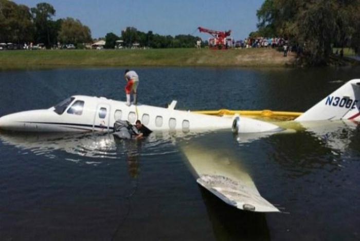Хотел поплавать, взял бы лодку... | Фото: Reddit.