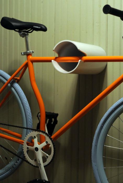 Настенный держатель для велосипеда.