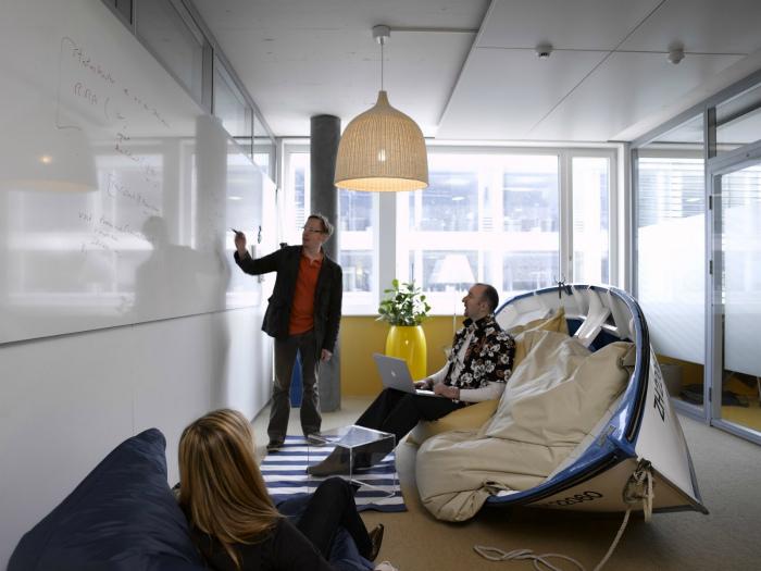Неожиданный дизайн конференц-зала.