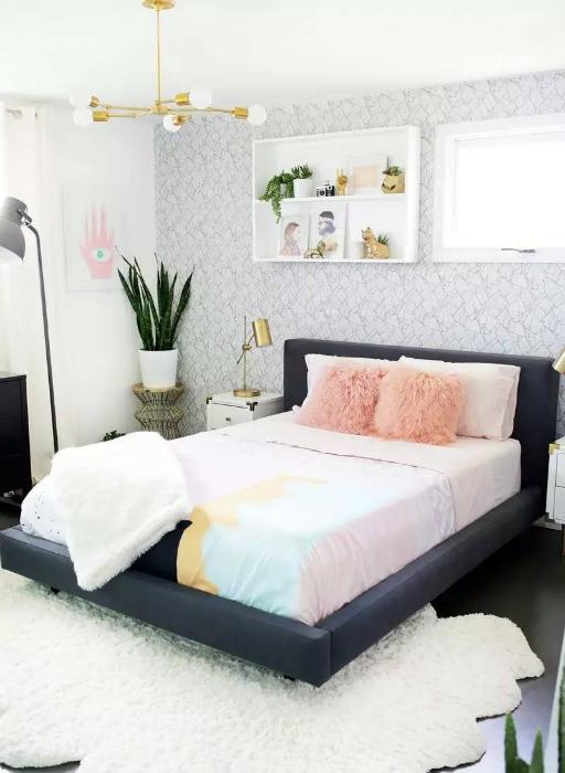 Современная спальня в смешанном жанре.