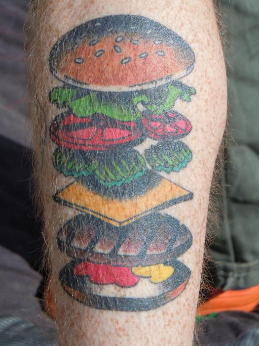 Этот человек никогда не забудет из чего готовить гамбургер.