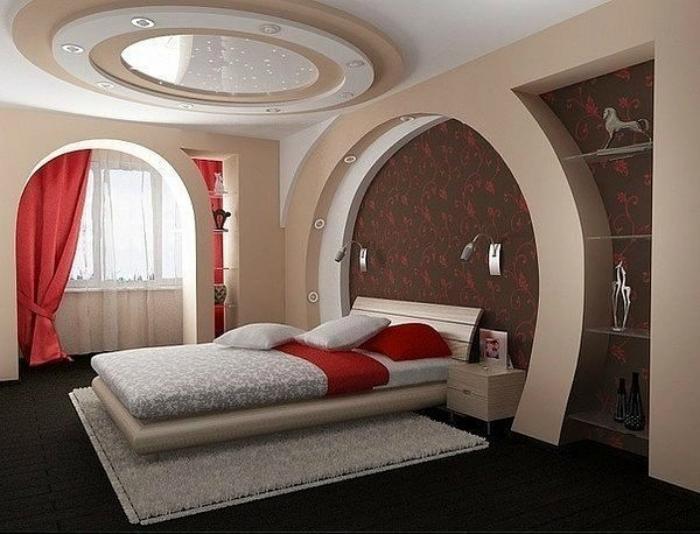 Уютная спальня, совмещенная с лоджией.