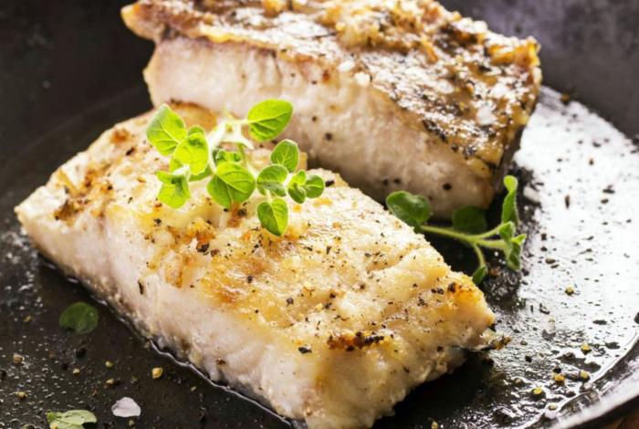 Аппетитные кусочки жареной рыбы.