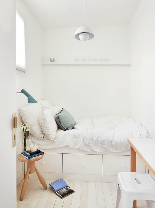 Белоснежная спальня в скандинавском стиле.
