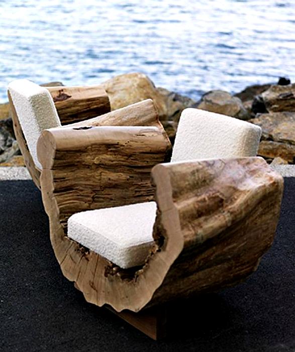 Кресла из пней.