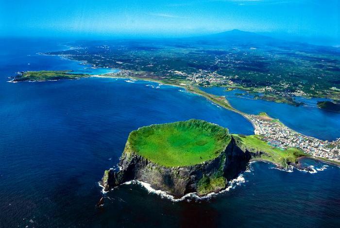 Живописный обособленный остров Чеджу.