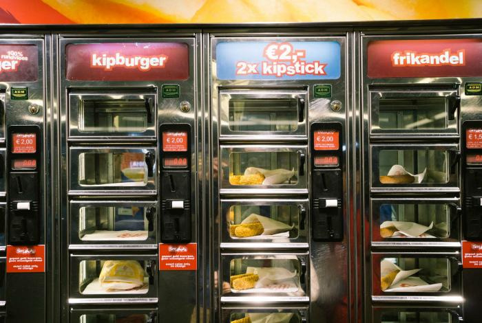 Автомат с ресторанными блюдами.