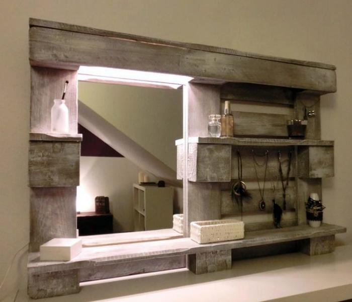 Рама для зеркала и полочка. | Фото: Pinterest.