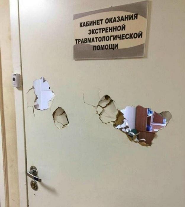 «Доктор, помогите, у меня перелом ноги... А теперь еще и руки!» | Фото: uCrazy.ru.