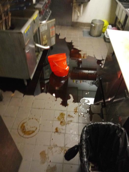 Неприятность с маслом и ведром. | Фото: Reddit.
