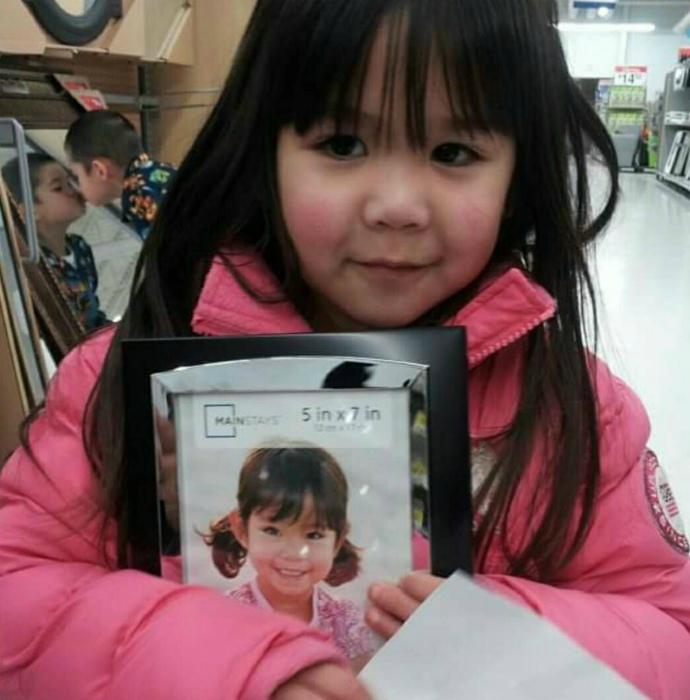 Фотографировала дочку, но в кадр попал и сыночек.