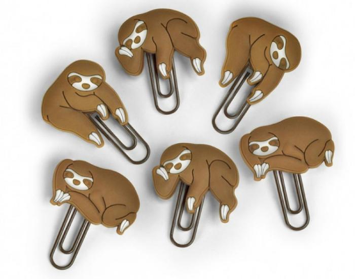 Скрепляйте важные бумаги красивыми скрепками с изображениями ленивцев.