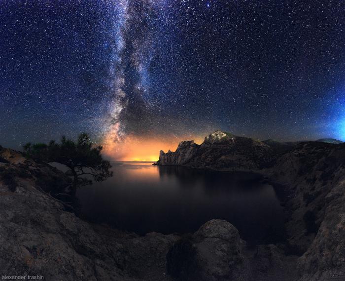 Потрясающее звездное небо над поселком Новый Свет, Крым.