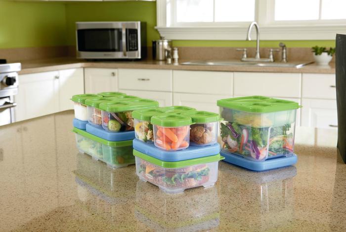 Некачественная пластиковая посуда и контейнеры.